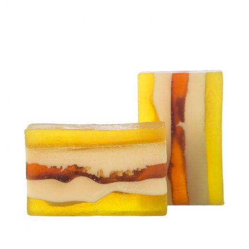 Prírodné mydlo Citrusová bomba Citrón pomôže pri prevencii a odstraňovaní stareckých škvŕn a mandarínka znásobí skvelý zážitok uvoľnením nervovej sústavy.