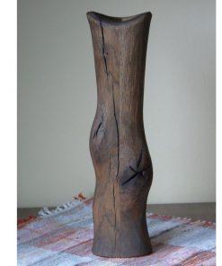 Váza dub masív tmavá 2 masívny dub, pri povrchovej úprave bolo použité čierne moridlo. Olejová úprava, hladký povrch, sú priznané špáry a praskliny