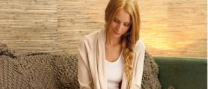 Nedostatok vitamínu B 12 spôsobuje závažné problémy nielen vegánom. Prvými viditeľnými príznakmi nedostatku vitamínu B12 sú znásobený strach a úzkosť, problémy s koncentráciou, vlasmi a pokožkou (ekzémy, dermatitída, mykózy), malátnosť, únava a nepríjemné bolesti svalov.