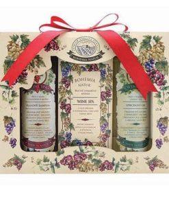 Darčeková kazeta vínová kozmetika Wine SPA obsahuje vlasový šampón 100 ml, toaletné mydlo 100 g a sprchový gél 100 ml. KAZETA je papierová a je ozdobená mašličkou