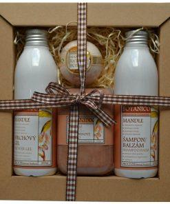 Darčeková kazeta mandľová kozmetika - jemná mandľová vôňa. Originálny darček pre ženu i muža. Obsahuje šampon, sprchový gél, mydlo a guľu do kúpeľa