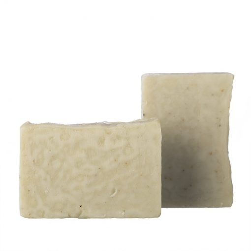 Organický tuhý šampón na umývanie srsti a kože psov a mačiek. Obsiahnuté oleje a maslá zvláčňujú a hydratujú pokožku zvierat, srsť ostáva lesklejšia.