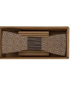 Drevený motýlik Kocky - originálny darček pre muža. Ľahká, hravá móda, nevtieravý šarm a elegancia. S dreveným motýlikom nič nepokazíte. Aj na svadbu.