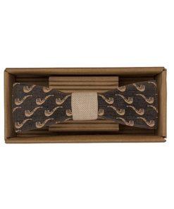 Drevený motýlik Sailor - originálny darček pre muža. Ľahká, hravá móda, nevtieravý šarm a elegancia. S dreveným motýlikom nič nepokazíte. Aj na svadbu.
