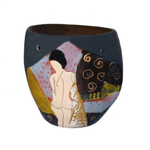 Aromalampa ručne maľovaná AKT je milá, menšia aromalampa, je vhodná ako darček pre muža. Elegantný moderný bytový doplnok