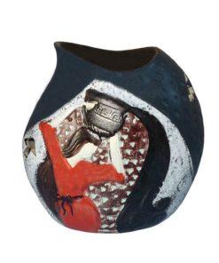 Aromalampa ručne maľovaná Dievča je milá, menšia aromalampa, je vhodná ako darček pre ženu. Elegantný moderný bytový doplnok