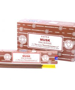 Vonné tyčinky Santya Pižmo podľa tradičnej ajurvédskej receptúry v Indii. Pri výrobe sa používa iba prírodný prášok z dreva, práškové kadidlo,