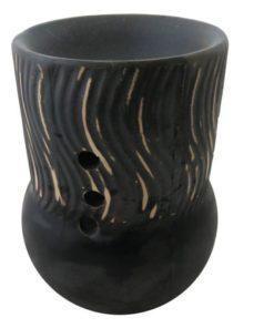 Aromalampa čierny pohár matná. Elegantný bytový doplnok. Vhodný aj ako dekorácia do izby či kúpeľne. Pre použitie vonných voskov a olejov