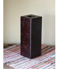 Váza hnedá lakovaná MODERN - rafinovane spracovaný dizajn. Masívny základ vázy s moderným materiálom OSB dosky. Hnedá farba, polomatný lak
