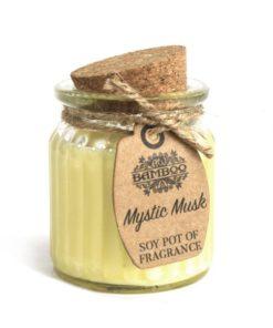 Sójová sviečka Mystický Musk je prírodná sviečka. jemná, svieža a nevtieravá vôňa. Darčekové balenie, vhodné pre ženu, neurazí ani muža
